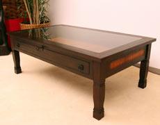 丸い取っ手とレトロな鍵がより一層オシャレ度をUPのローテーブル