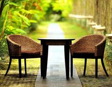 円形の天板とヒヤシンスが美しいカフェテーブル