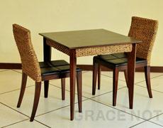 シンプルデザインの機能美が素敵なダイニングテーブル