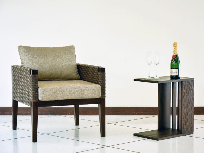 【AS-278】格子状の側面と、繊細なカービングが個性的なサイドテーブル