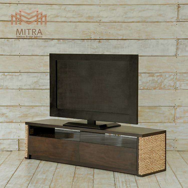 大型テレビにも対応、リゾート感覚のリビングルームに