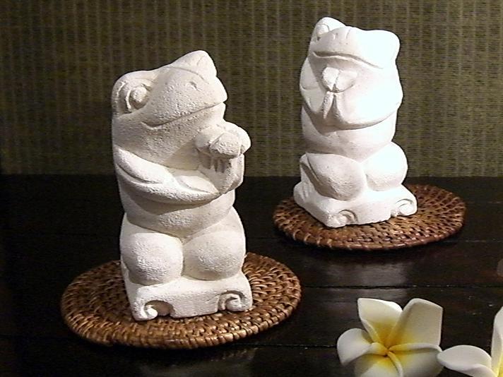 【45532】パリマナン卓上ストーンオブジェ癒しの仲良しカエル