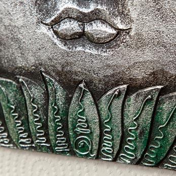 彫刻絵画の重厚感、仏陀の表情が安らぎを与えるBUDHA MATA