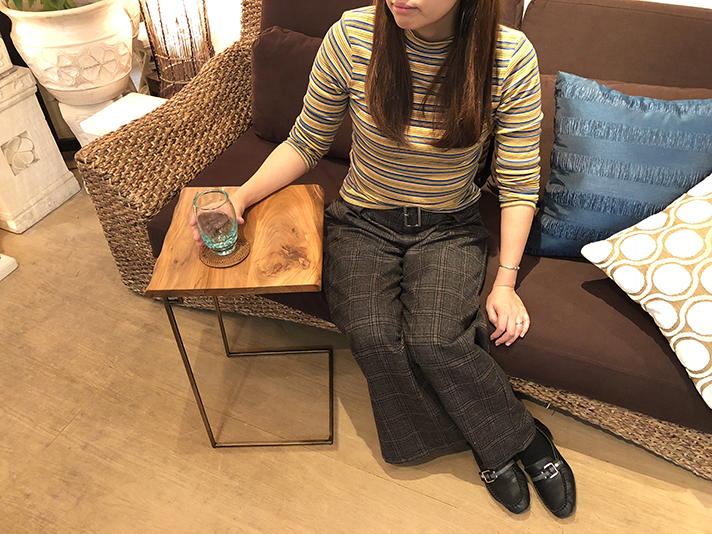 【51916】シンプルさと使いやすさが融合した機能的なデザイン。主張しすぎず、でもさりげなくお部屋をおしゃれなカフェ風に仕上げてくれます。