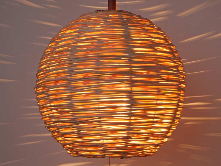 ラタン編ボール天吊りランプ2色