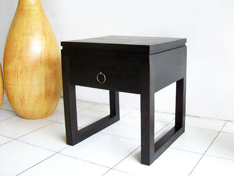 ベットやソファーの隣に置くならこちらのサイドテーブルがおすすめ。脚のデザインがとっても印象的(AS-008)