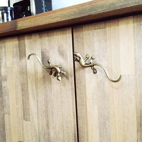 【45360】 ヤモリ型真鍮取っ手
