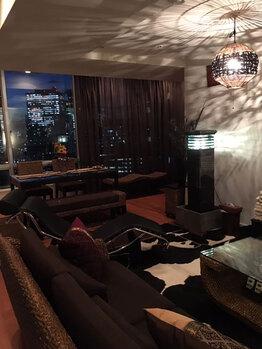 幻想的な光が落ち着くアジアンモダンなお部屋