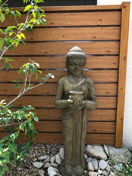 バリの仏像で神聖な場所に