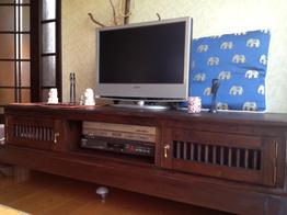 TVボードの猫脚とカエルさんがアクセントのお部屋